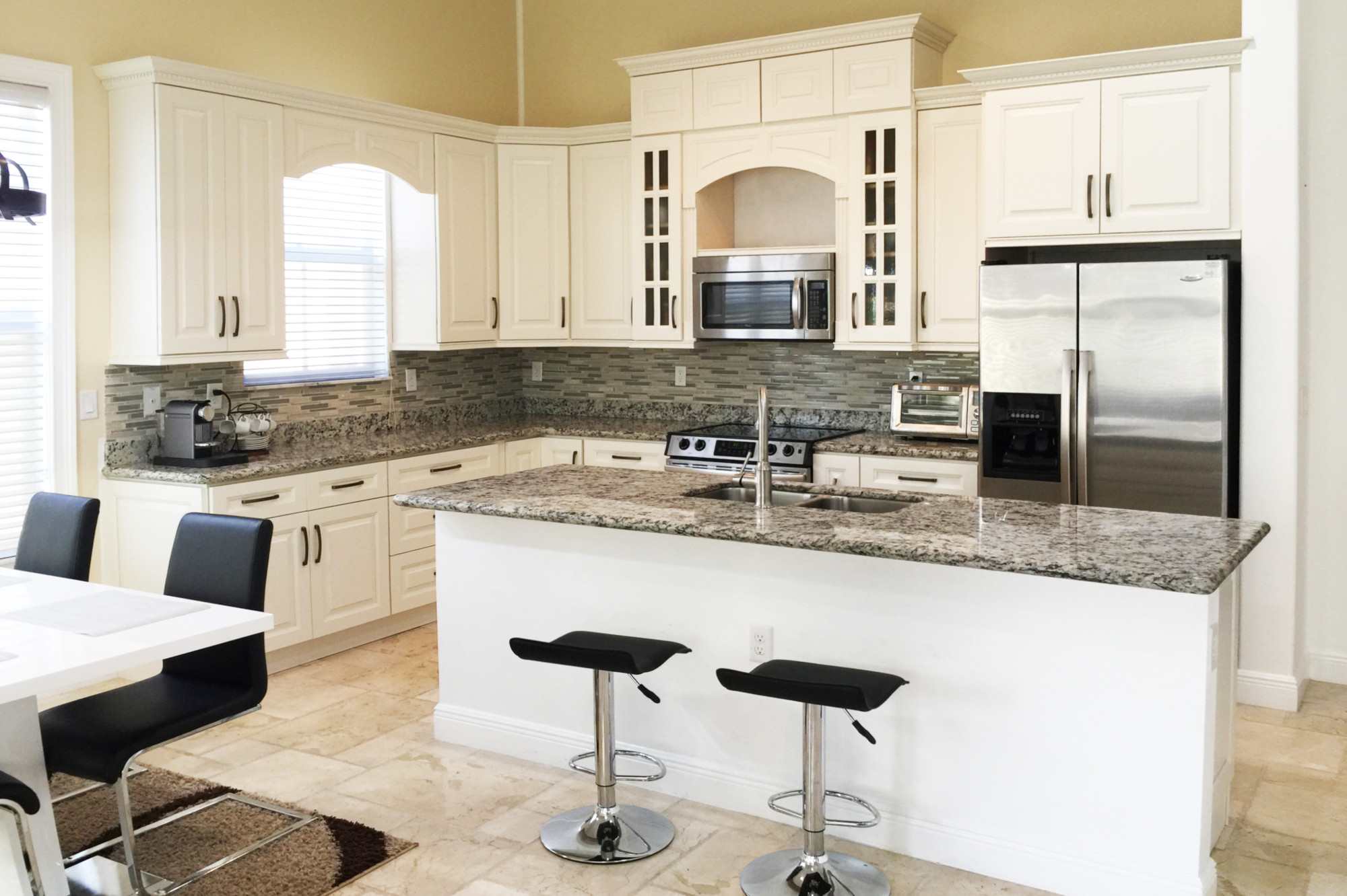 American components llc cabinets by jarlin cabinetry for Avalon kitchen cabinets